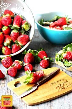 Florida Strawberry Steak Salad @Flastrawberries #SundaySupper #FLStrawberry