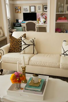 Great 40+ Modern and Glam Living Room Decorating Ideas http://homegardenmagz.com/40-modern-and-glam-living-room-decorating-ideas/
