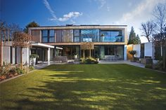This self-build home in Wimbledon makes use of over worth of architectural glazing. Created by Self Build Houses, Villa, Rural Retreats, Stunning Photography, Wimbledon, Terrace, Mansions, Architecture, House Styles