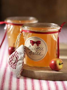 Rezept für Quittengelee bei Essen und Trinken. Und weitere Rezepte in den Kategorien Obst, Brunch / Frühstück, Eingemachtes, Einmachen, Kochen.