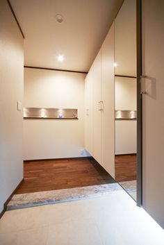 施工事例:玄関[玄関をおしゃれに彩るニッチと間接照明]