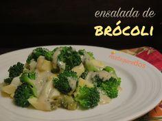 Ensalada de Brócoli, esta es una ensalada refrescante por el toque de acidez que aporta el pepinillo y el vinagre de jerez.