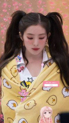 messy icons (i tried lol) like. Velvet Wallpaper, Soft Wallpaper, Exo Red Velvet, Red Velvet Irene, Aesthetic Indie, Aesthetic Girl, Kpop Girl Groups, Kpop Girls, Red Velet