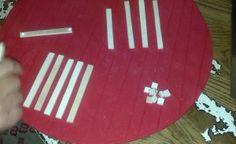 Sottobicchieri fai da te a forma di mini pallet   Ecco unidea creativa di facile realizzazione per fare degli originali sottobicchieri di legno a forma di palletoggetti unici per apparecchiare la tavola in modo creativo e stupire i nostri amici invitati.Noi abbiamo utilizzato dei listelli di legno compensato ma si possono usare anche i bastoncini di legno dei gelati. OCCORRENTE: -Listelli di legno o bastoncini dei gelati. -Colla vinilica Per costruire il nostro piccolo pallet sottobicchiere…
