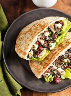 Ricardo& recipe : Chicken and Wild Rice Salad Pitas Food Network Recipes, Real Food Recipes, Healthy Recipes, Yummy Recipes, Healthy Food, Leftover Chicken Recipes, Recipe Chicken, Chicken Pita, Bbq Chicken