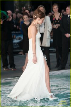 Emma Watson's Leg Takes Center Stage at 'Noah' London Premiere | emma watson leg noah london douglas booth 12 - Photo Gallery | Just Jared Jr.