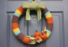 Decorate your home for the holidays with this Crocheted Fall Wreath. This is the perfect free crochet pattern that will instantly make your home look warm and welcoming for holiday guests. This homemade wreath is perfect for both Halloween and Thanksgiving.
