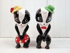 Vintage Artmark Made In Japan Skunk Salt & Pepper Shaker Set Ceramic Figural #saltandpepper #VintageWeekendShow #MadeInJapan #FreeShipping