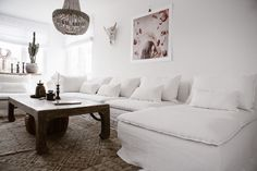 Boho Chic / White linen / Hints of pink / Scandinavian Minimalism / IKEA Söderhamn Section & Chaise with a Bemz slipcover in Absolute White Rosendal Pure Washed Linen New Living Room, Living Room Decor, Living Spaces, Interior Rugs, Cafe Interior, Söderhamn Sofa, Linen Couch, White Sofas, Dark Interiors