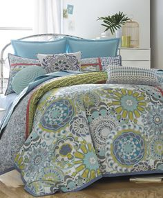this is my bed set and i found it on pinterest!  somebody else likes it too!