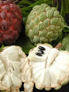 Custard apple or soursop - Corossol Fruit And Veg, Fruits And Vegetables, Fresh Fruit, Beautiful Fruits, Jamaican Recipes, Caribbean Recipes, Tropical Fruits, Delicious Fruit, Edible Garden