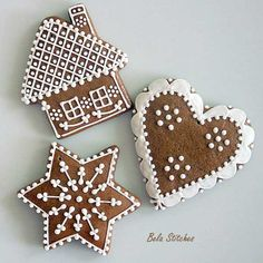 Sweetly adorable little Gingerbread Cottage Cookies. Christmas Gingerbread, Christmas Sweets, Christmas Cooking, Noel Christmas, Christmas Goodies, Gingerbread Cookies, Christmas Crafts, Gingerbread Houses, Italian Christmas