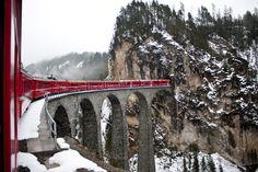 Um roteiro perfeito para aqueles que gostam de frio e de picos gelados. Nosso pacote de 07 dias na Suíça te levará a conhecer as mais lindas vistas panorâmicas dos Alpes, dos glaciais e da mais alta estação de trem da Europa.  CT Operadora Todos os destinos, seu ponto de partida #QueroConhecer #Viagem #CTOperadora #Zermatt #Genebra #Iterlaken #Zurich #Suíça #Glaciais #Matterhorn
