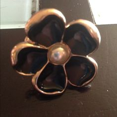 Black n pearl flower ring Black and purple flowering. Gold tone. It is not adjustable. I would say it's about a size 7 Jewelry Rings