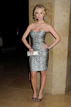 Picture of Helena Mattsson Beautiful Celebrities, Beautiful Actresses, Beautiful People, Helena Mattsson, Gray Dress, Star Fashion, Pretty Dresses, Movie Stars, Celebrity Style