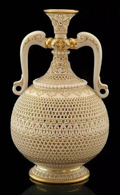 Reticulated porcelain vase by George Owen Signed G. Owen, circa ♥this is gorgeous♥ *sigh* Glass Ceramic, Ceramic Pottery, Ceramic Art, Fine Porcelain, Porcelain Ceramics, Porcelain Tiles, Art Nouveau, Ceramic Materials, Antique Lamps