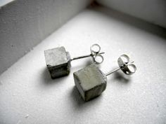 melimelo: Cement and ceramics, jewelry and cement holders