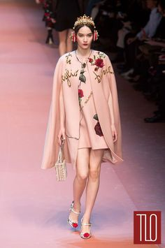 a23e9b389ce9 Dolce-Gabbana-Fall-2015-Collection-Runway-Milan-Fashion-