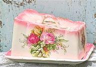 Pink roses on old ♥china  pinkcobweb.tumblr.com