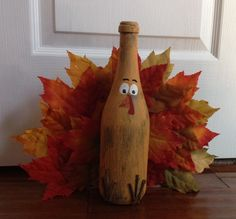 Spray painted wine bottles with painted faces and felt accessories! (Hat comes off to add lights inside bottle) (Bottle Painting With Lights) Glass Bottle Crafts, Wine Bottle Art, Painted Wine Bottles, Crafts With Wine Bottles, Bottle Bottle, Decorative Wine Bottles, Fall Wine Bottles, Halloween Wine Bottles, Christmas Wine Bottles