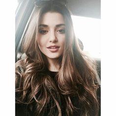 Turkish television actress and model Hande Erçel. Beautiful Celebrities, Beautiful Actresses, Gorgeous Women, Hande Ercel, Meet Girls, Turkish Beauty, Woman Crush, Belle Photo, Makeup Looks