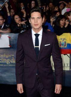 JD Pardo wears Reiss Sandman Suit and Cutler tie