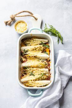Gegratineerde witlof met sinaasappel en spekjes recept - Miljuschka Lasagna, Pasta Salad, Foodies, Keto, Cooking Recipes, Dinner, Ethnic Recipes, Om, Drinks