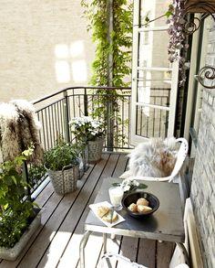 Indret den perfekte altan: #1: Start med at lave en plantegning af altanen, så du kan danne dig et overblik #2: Lav så en liste over de behov, som altanen skal opfylde. #3: Gå på jagt efter møbler, der er særligt egnet til din altan og opfylder dine behov