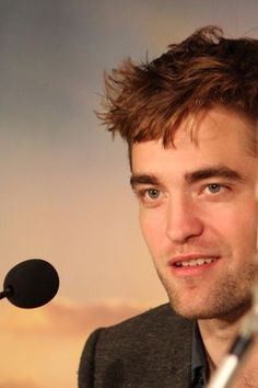 Robert Pattinson (Edward)