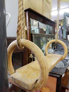 Vintage houten schommel met turnringen. Afmeting schommel is 43 bij 11 cm. Doorsnede ringen 18 cm. Te gebruiken voor verschillende doeleinden. Prijs € 27.50.