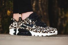 Ooh baby, I like it roar. Take it back to the OG nature camo with some fuzzy leopard print on the latest women's edition of the Nike Air Max 90.