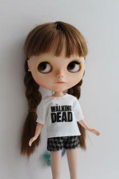 Un favorito personal de mi tienda Etsy https://www.etsy.com/es/listing/261145303/the-walking-dead-blouse-for-blythe-or