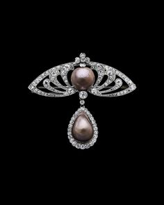 Brooch with natural brown pearls set in platinum and diamonds, France, 1900. © Albion Art.