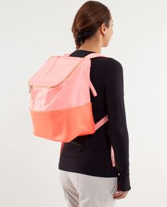 This is so perfect for all my dance and school stuff!  Want!