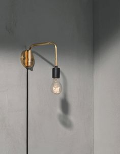 Staple Vegglampe Brass Menu