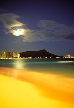 Diamond Head And Waikiki Beach - Oahu - Hawai - USA - Photograph  - Diamond Head And Waikiki Fine Art Print