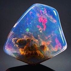 Opals are definitely one of my favourite gemstones, but this one is next level amazing! ✨ (Photographer unknown)