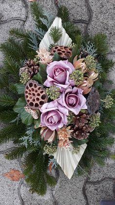Funeral Flower Arrangements, Christmas Floral Arrangements, Funeral Flowers, Funeral Sprays, Vence, Nature Crafts, Ikebana, Fresh Flowers, Floral Wreath