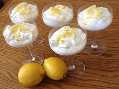 Mousse au citron et au Mascarpone (très facile) Mousse with lemon and Mascarpone + of sugar and 2 egg whites in snow: light, quick to make and delicious. Also made with of orange juice, of mascarpone, of sugar and 1 egg white (next time of sugar! Mousse Dessert, Dessert Cups, Dessert Food, Thermomix Desserts, No Cook Desserts, Dessert Recipes, Gourmet Recipes, Sweet Recipes, Gourmet Foods