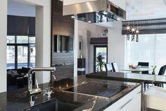 Wnętrze w stylu glamour - wystrój wnętrz w stylu glamour - aranżacja glamour.  Zobacz więcej na www.amarantowestudio.pl Photo And Video, Mansions, Studio, House Styles, Kitchen, Furniture, Instagram, Home Decor, Mansion Houses