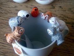 Attache-thé personnalisable oMamaWolf figurine en porcelaine froide