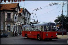 Transportes XXI • Portal » Galeria fotográfica Porto Portugal, Douro, Portal, Vehicles, Sightseeing Bus, Wonderful Life, Painting Inspiration, Train, 1980s