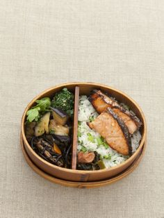 Un resto japonais : Tsubame http://www.vogue.fr/culture/l-agenda-de-la-semaine/diaporama/les-bons-plans-de-la-semaine-du-27-janvier-2014/17308/image/928030#!un-resto-japonais-tsubame