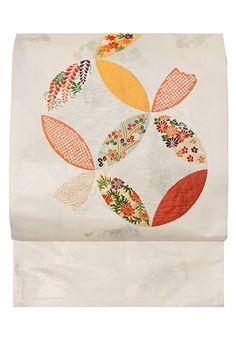 季節折々の花を織り込んだ七宝つなぎ文の九寸名古屋帯 - よそゆき屋