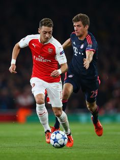 Mesut Oezil of Arsenal is chased by Thomas Mueller of Bayern Munich during the UEFA Champions League Group F match between Arsenal FC and FC Bayern Munchen at Emirates Stadium on October 20, 2015 in London, United Kingdom. (Oct. 19, 2015 - Source: Paul Gilham/Getty Images Europe)
