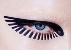 Maquillage graphique / Aile d'oiseau autour de l'oeil