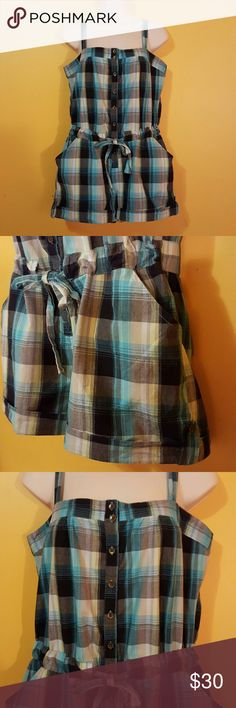 Maurices plaid romper size medium adjustable Adjustable plaid romper all lightweight cotton. Pockets on side pull the waist siper cute new condition Maurices Other