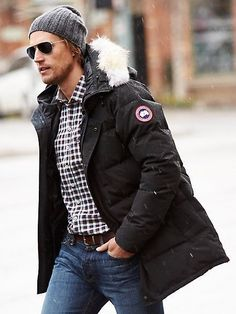 The parka coat has made huge strides in the fashion world as of late. Who says fashion can't be functional? The parka coat is. Canada Goose Herren, Canada Goose Parka, Canada Goose Mens, Milan Fashion Weeks, New York Fashion, Mens Fashion, Winter Parka, Winter Jackets, Winter Stil