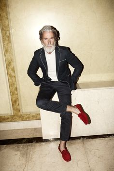 We all should dress like Aiden Shaw when we're old. The way he ignores the fashion boundarys that society tells us everyday is just inspiring.