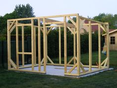 construction de mon abri de jardin - L'atelier de Zep Diy Pond, Diy Shed Plans, A Frame Cabin, Shed Homes, Cabins In The Woods, Garden Bridge, Beautiful Gardens, Gazebo, Home And Garden